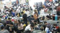Przeludnione centra handlowe zachęcają Chińczyków do zakupów w Sieci. Duża część zamówień w Qingyanliu pochodzi też spoza granic kraju.