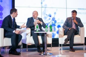 Krzysztof Ziemiec, Maciej Filipkowski (VP, Samsung Electronics), Cezary Smorszczewski (CEO, MCI)
