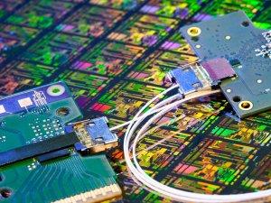 Intel: czas pożegnać się z miedzią i postawić na światło