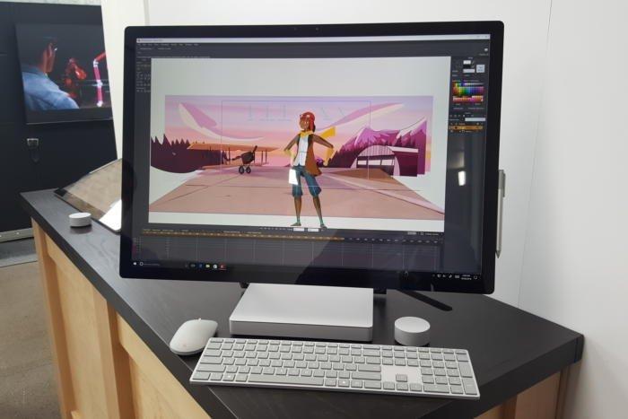 Surface Studio, pierwszy w ofercie Microsoft stacjonarny komputer PC klasy AiO. Źródło: PCWorld, Mark Hachman.
