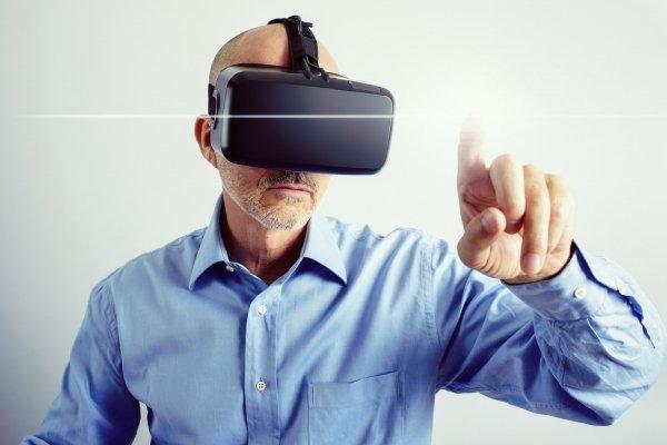 Wirtualna rzeczywistość ma być jedną z najważniejszych technologii w tym roku. Należy oczekiwać obniżek cen, większej ilości treści oraz nowych zastosowań zarówno w rozrywce, jak i w biznesie.